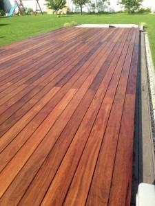 Pochôdzne prekrytia bazénov z masívneho exotického dreva značky Delfino